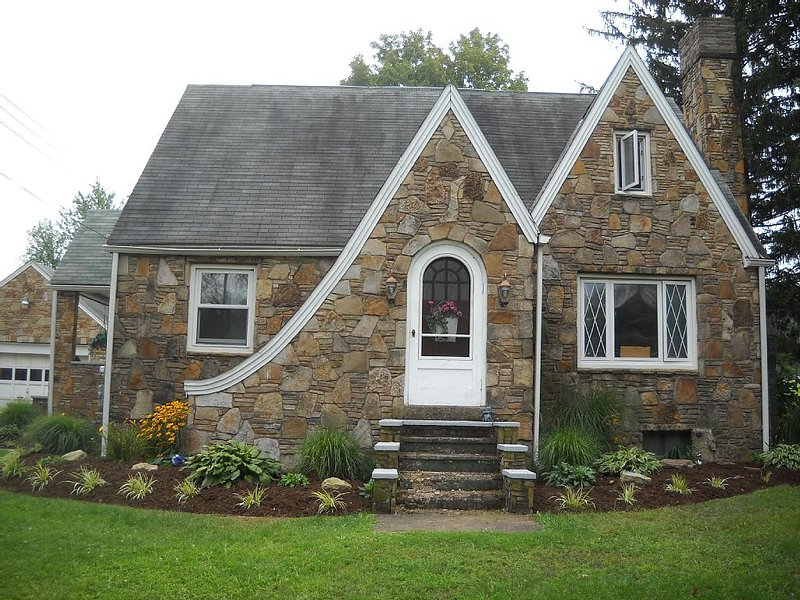 Cozy 3 Bedroom House In the Mountains Sleeps 10 Has All The Comforts Of Home!, vacation rental in Mount Pleasant