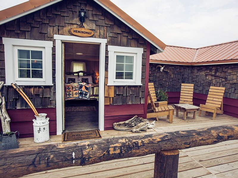 Hemingways cozy rustic cabin 5 min. from Cody, vacation rental in Wapiti