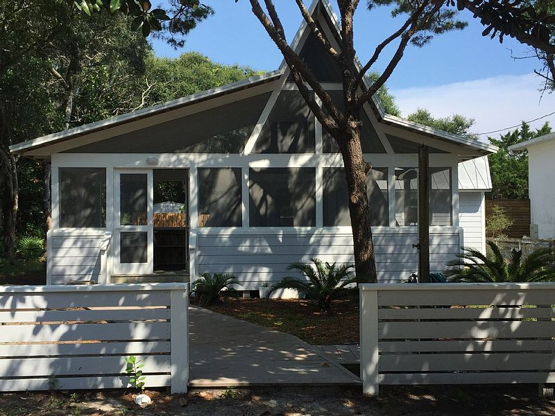 Watermelon Cottage ~ Just Steps To The Beach ~ Two Blocks To Seaside entrance ., holiday rental in Santa Rosa Beach