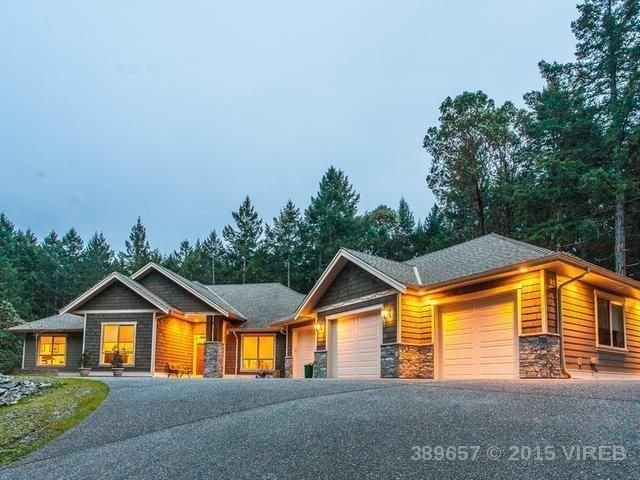 Bright, Open, New, Modern, Rancher!, holiday rental in Nanoose Bay