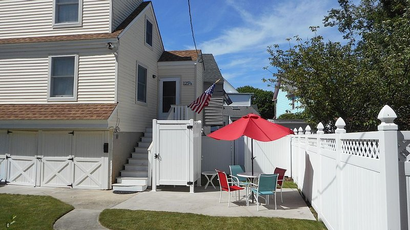Quiet & Close to the Beach and Mall!, holiday rental in West Cape May