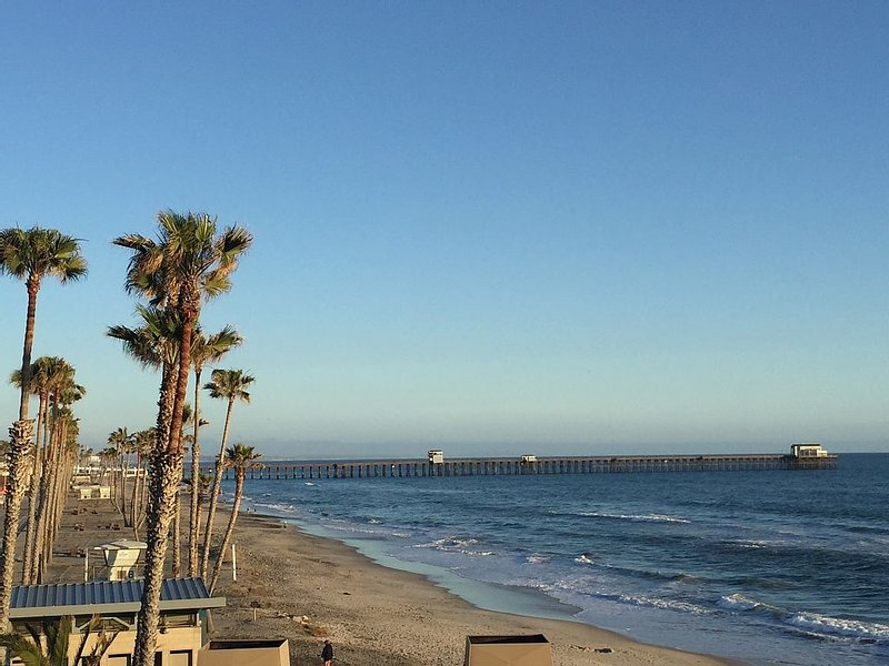 Beachfront Condo Within A Tropical Paradise, vacation rental in Oceanside