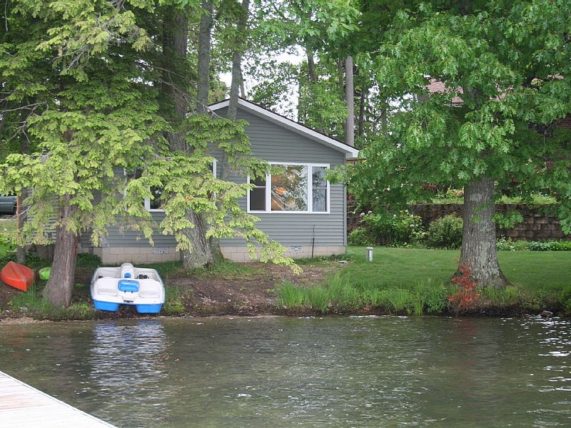 Long Lake Crescent Cove Cottage, holiday rental in Grand Traverse County