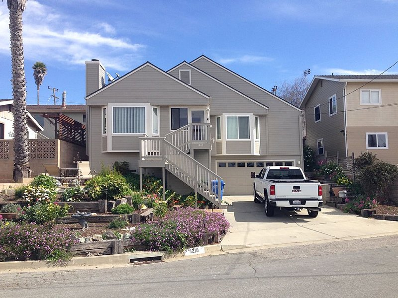 Lovely Home With Ocean Views And The Rock From Living Room & Master Suite, location de vacances à Morro Bay