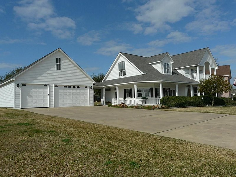 Combine your stay with the best of vacation and recreation in this true manor, vacation rental in Willis