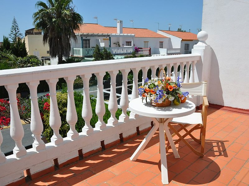 Cosy Chalet Near the ocean Beach, Swimming pool, free WiFi, location de vacances à Isla Cristina