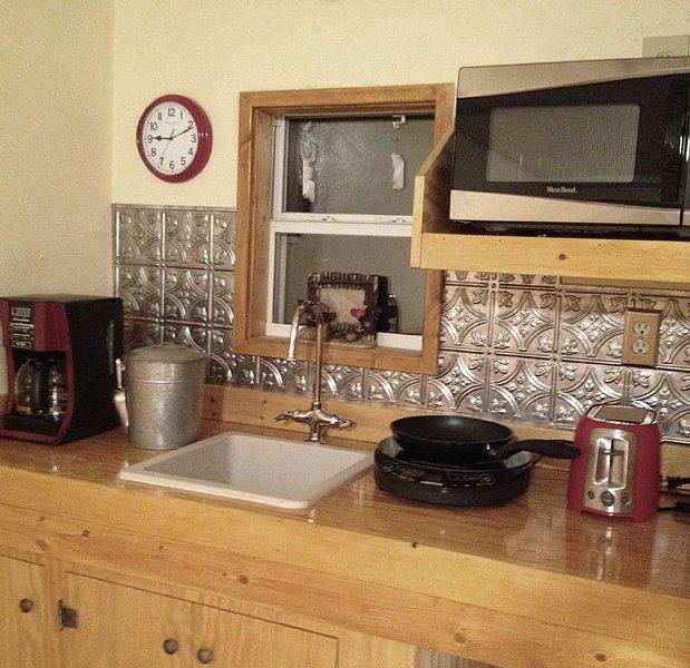 Kitchen area * Note the back splash.