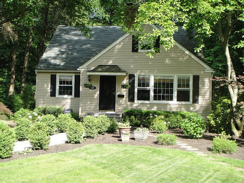 Home In South Jersey - Walking Distance To PATCO, vacation rental in Burlington