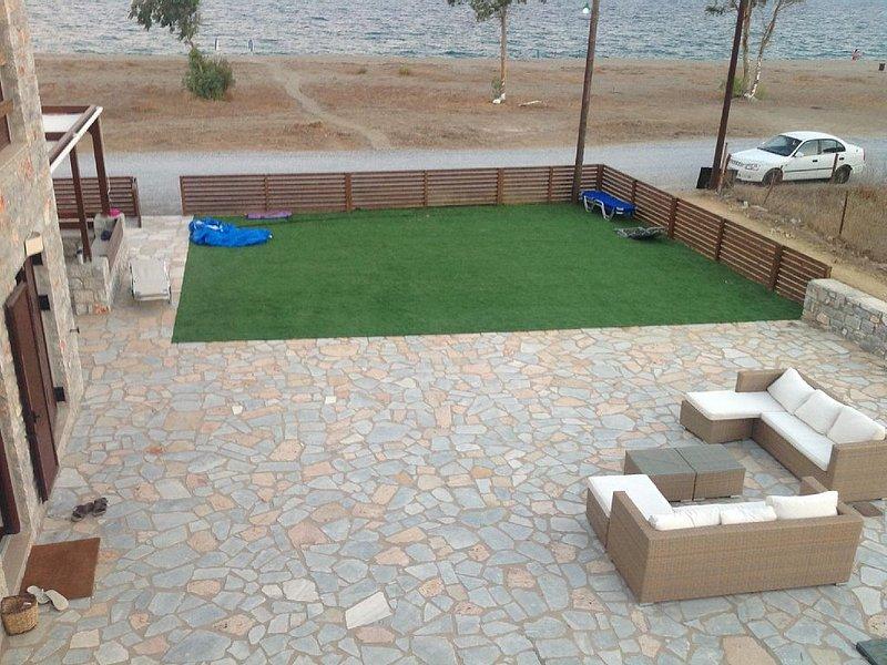 3 Bedroom House 10 Meters From the Beach, vacation rental in Karavostasi