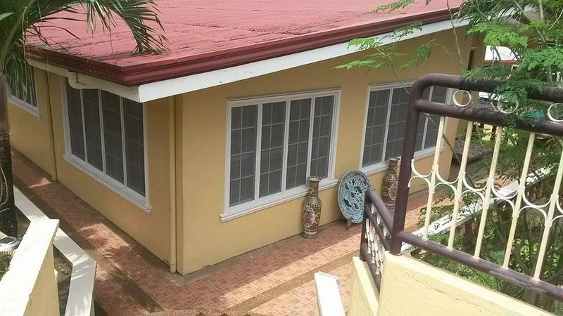 CEBU HOUSE IN CENTER OF CITY fuente circle sinulog festiv, vacation rental in Talisay City