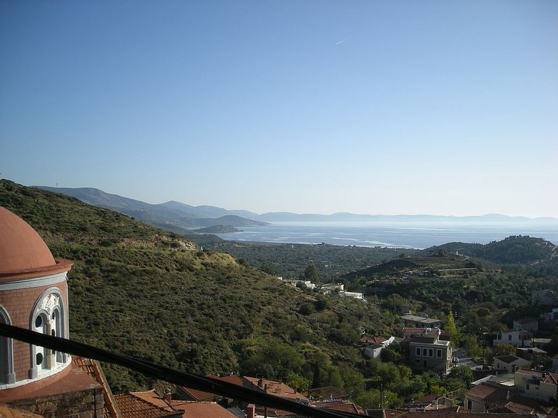 Stone-built Fully Renovated Traditional Apartments, location de vacances à Agios Isidoros