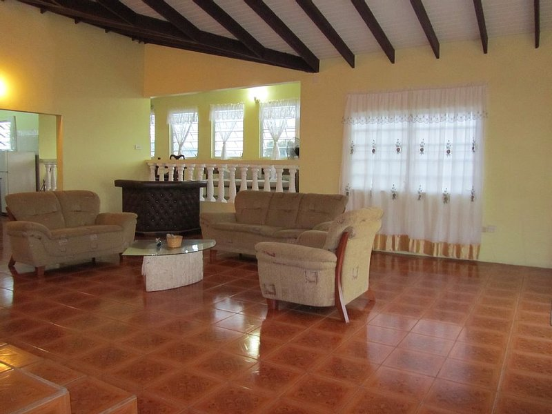 3 Bedroom Vacation Rental, vacation rental in Basseterre