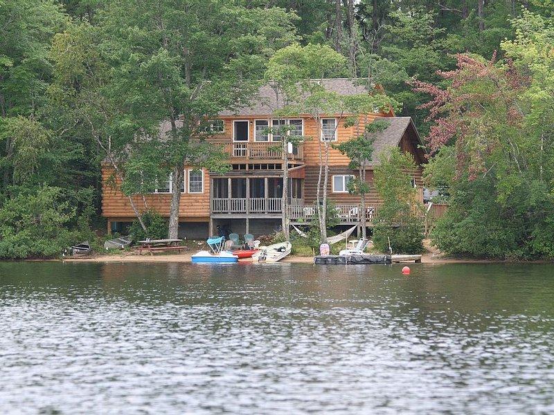 Family Lakehouse Retreat- 5 bedroom sleeps 14, holiday rental in Freedom