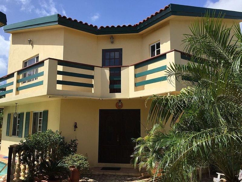 Private Luxury Villa. Sunnyside Villa, vacation rental in Oranjestad