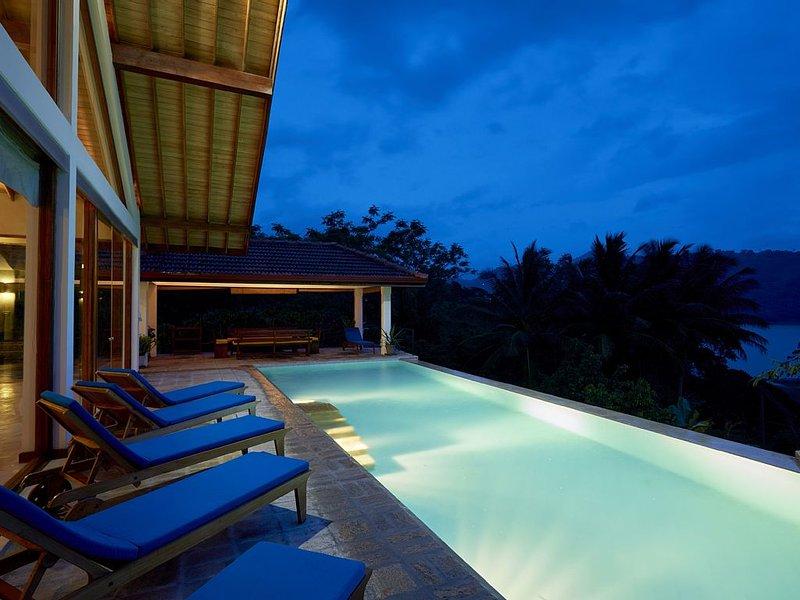 Luxury villa overlooking the Knuckles Mountain Range and Victoria Reservoir, holiday rental in Mahiyanganaya