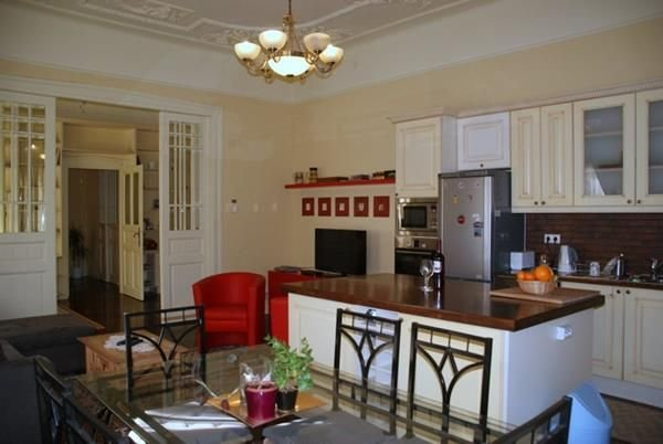 Superb Quality, Luxury Apartment in the Heart of the City, location de vacances à Budakeszi