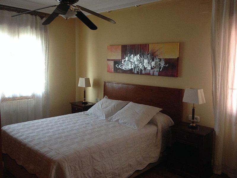 Planta 11 para 8 personas con aire acondicionado vivienda con licencia VT1962, holiday rental in Leganes