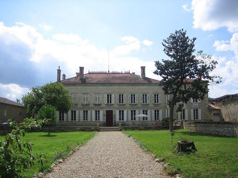 Chambre de charme et de découvertes artistiques, vacation rental in Marmande