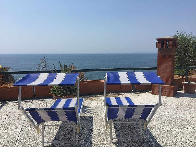 Seafront Villa in Sorrento Coast, holiday rental in Vico Equense