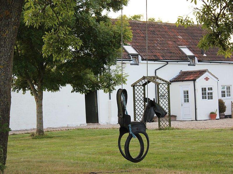 Park House Barn,  Nr Sherborne, Sleeps 6, Private Parking, Garden, Swimming Pool, holiday rental in Melbury Osmond