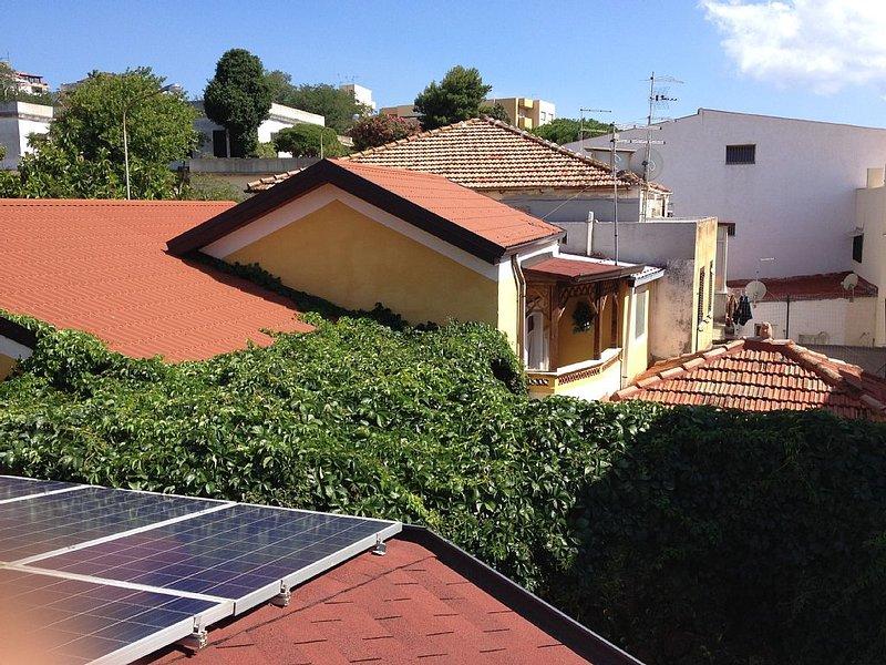 casa autonoma piano terra con garage, vacation rental in Favazzina