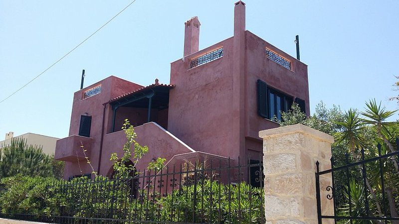 Picturesque island villa in Aegina, vacation rental in Saronic Gulf Islands