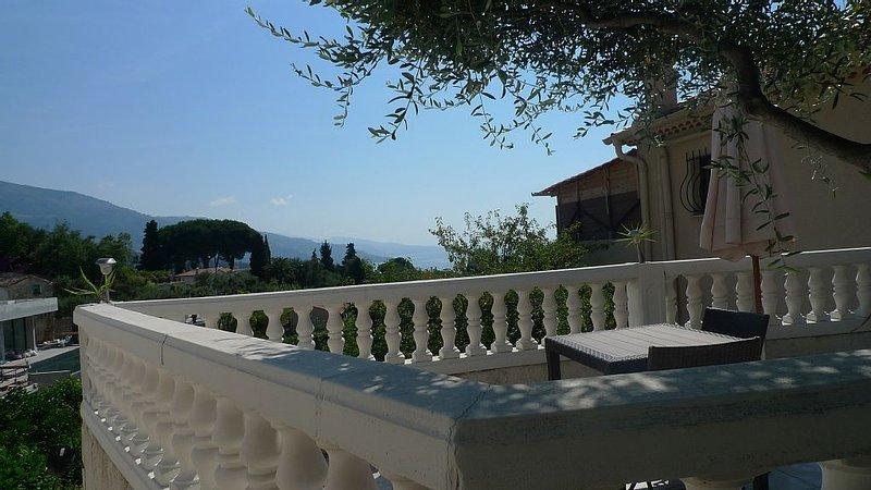 Appartement avec terrasse, vue sur Italie, holiday rental in Menton