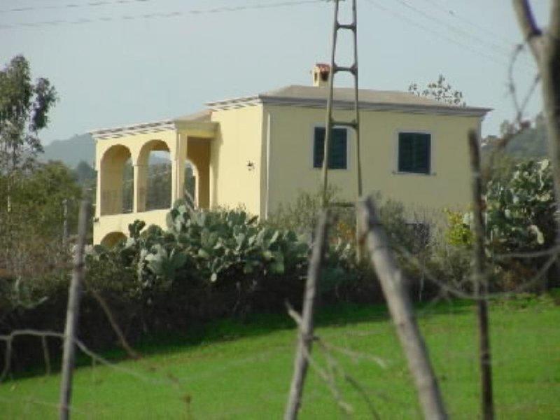 Sardegna - casa  a 2 km dal mare, holiday rental in Jerzu