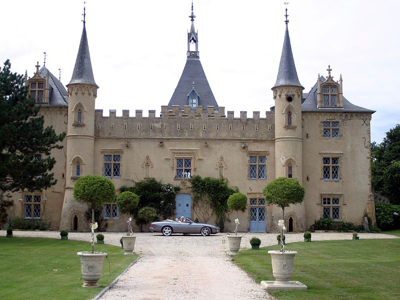 Romantic Private Chateau Apartment in Beautiful French Countryside, location de vacances à Puydarrieux