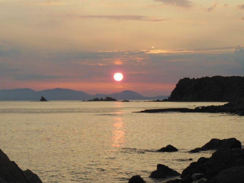 VILLETTA A SCHIERA - accesso diretto al mare Cala Tartanella, vacation rental in Punta Ala