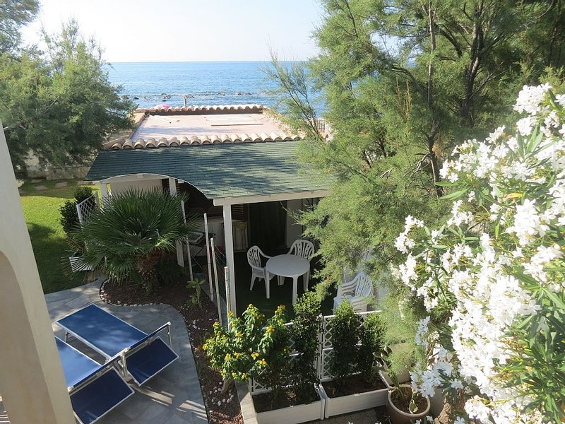 Casetta indipendente in riva al mare, a Finale di Pollina, vicino Cefalù, vacation rental in Finale