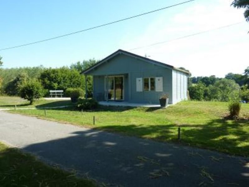Maison Nature (Matériaux naturels, bois ), holiday rental in Meucon