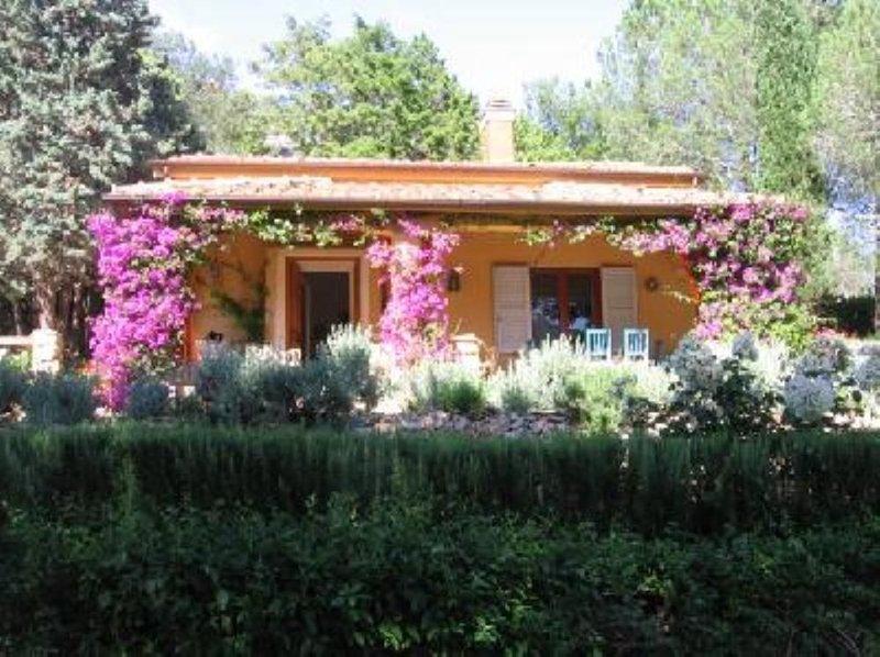 Casa con giardino in collina, vacation rental in Porto Ercole