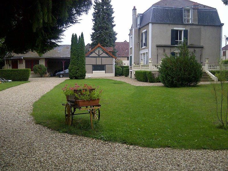 Beau Gite dans un beau parc, aluguéis de temporada em Vermenton
