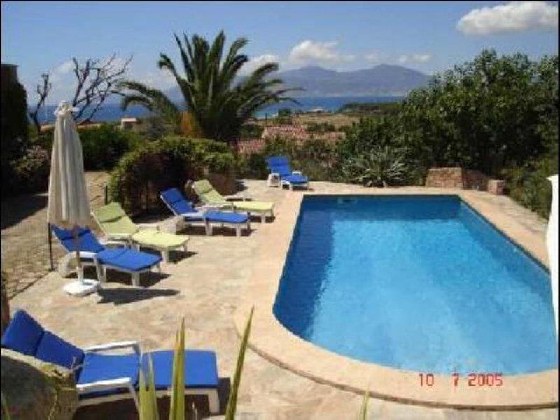 Villa avec Piscine vue sur baie d'Ajaccio et les iles sanguinaires, location de vacances à Pietrosella