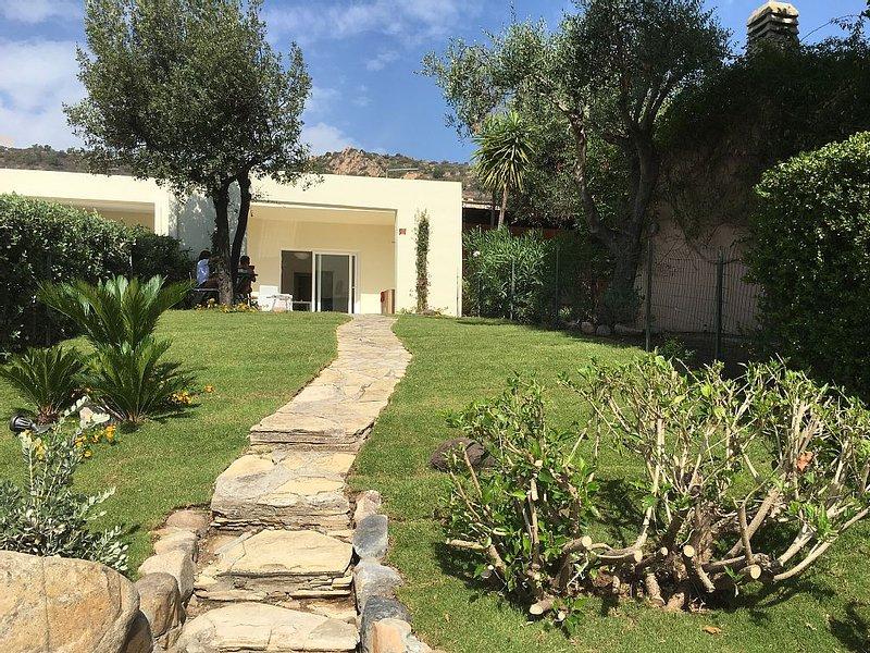 Charming Oleandro Villa with Sea view at Is Molas Golf Resort Pula., vakantiewoning in Pula