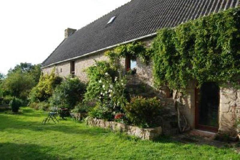 Maison de caractère, Maison avec jardin, holiday rental in Landevant