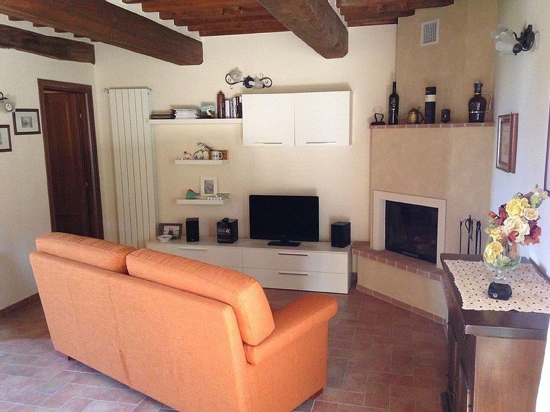 Bellissima Villetta sulle colline Toscane, da 2 a 5 persone, vacation rental in Collesalvetti