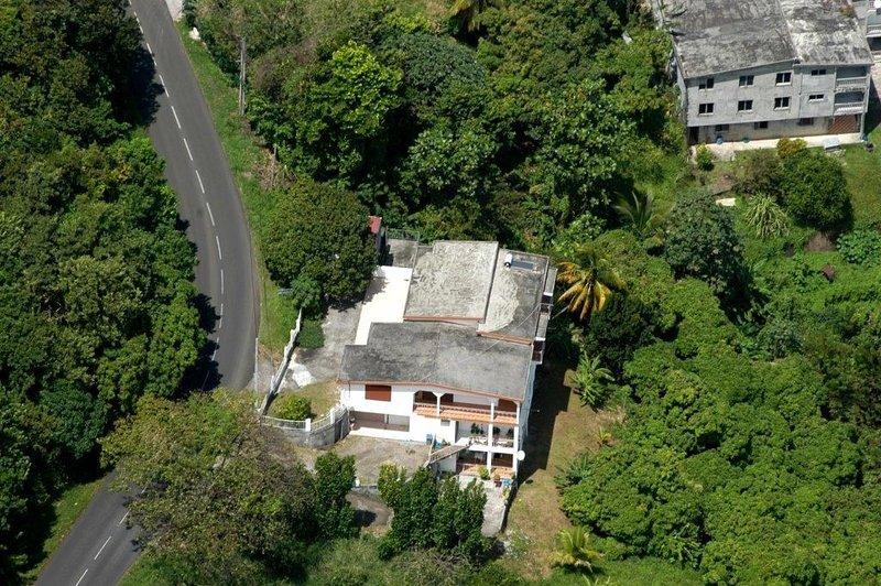 Frescura de la esquina verde asegurada ... Alquiler de toda la planta superior de la RDC.