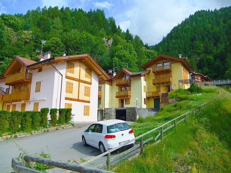 Appartamento Sasso Rosso, vacation rental in Commezzadura