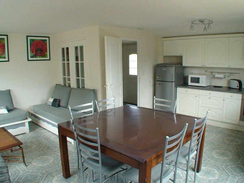 Habitation de plain pied de 125 m², patio avec barbecue et jardin à disposition, vacation rental in Crozon