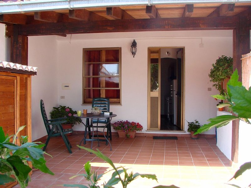 Simple Relaxing Apartment, holiday rental in Baunei