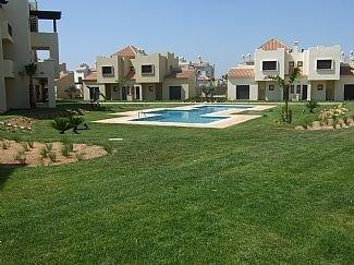 South Facing Ground Floor Apartment - Roda Golf Resort - Wifi & Free Air Con, alquiler de vacaciones en San Cayetano