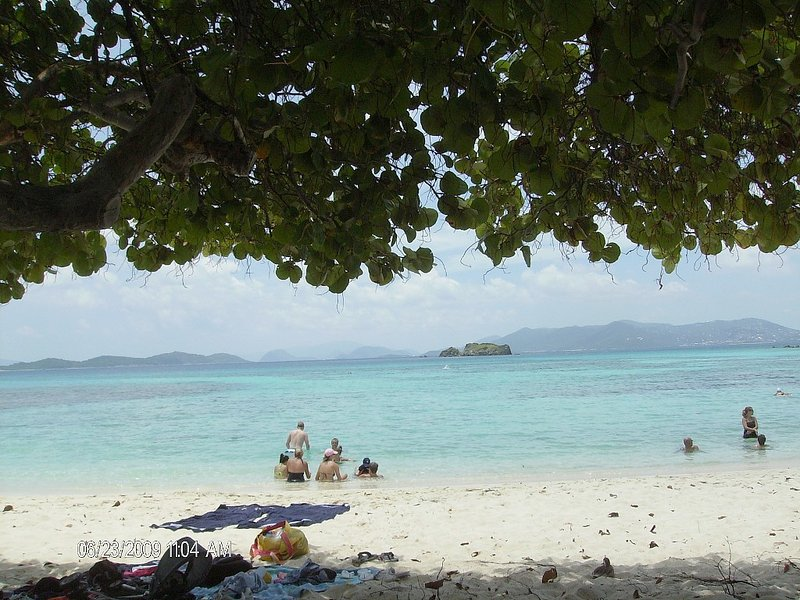 B~11   'The Bargain on the Beach', holiday rental in St. Thomas