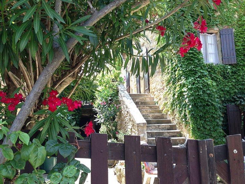 Ruhige Ferien in der Provence mitten im Gebiet des Cote du Rhone., location de vacances à Cavillargues