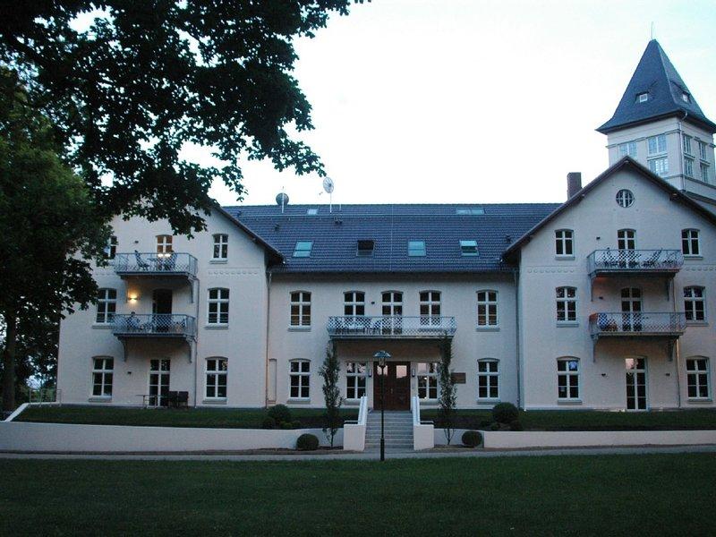 SCHLOSS am MEER, 3 Zi., Kühlungsborn / Rerik mit Ostseeblick, Sauna, Kamin, holiday rental in Wendelstorf