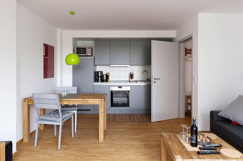 NEU und nah an Natur, Stadt und Uniklinik - Wohnung 2 (von 3), vacation rental in Delliehausen