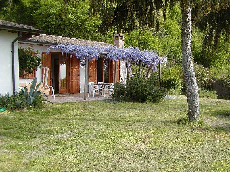 Ferienhaus Miralago  mit Terrasse  und  traumhaften Blick  auf den  Bolsenasee, holiday rental in Zepponami