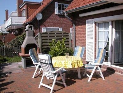 Ebenerdige, gemütliche Ferienwohnung mit großer Sonnenterrasse inkl. Strandkorb, location de vacances à Krummhoern