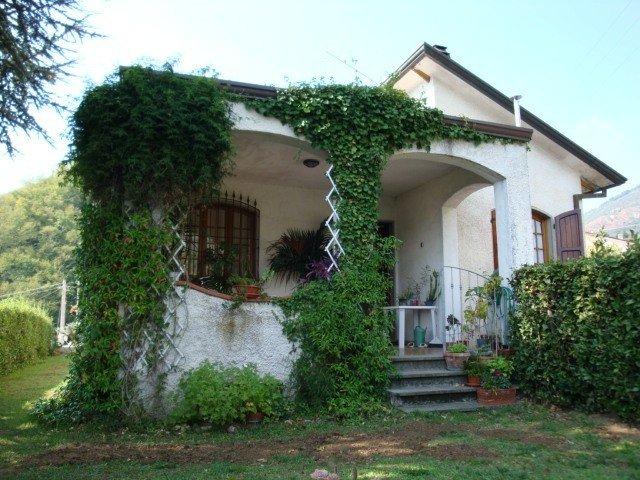 Große Villa mit 3 Bäder und 5 Schlafzimmer 10 km vom Sandstand, casa vacanza a Valdicastello Carducci